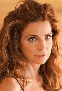 Liz Lobato Picture