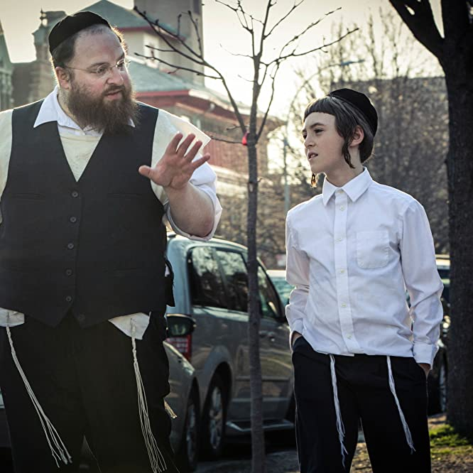 Menashe Lustig and Yoel Falkowitz in Menashe (2017)
