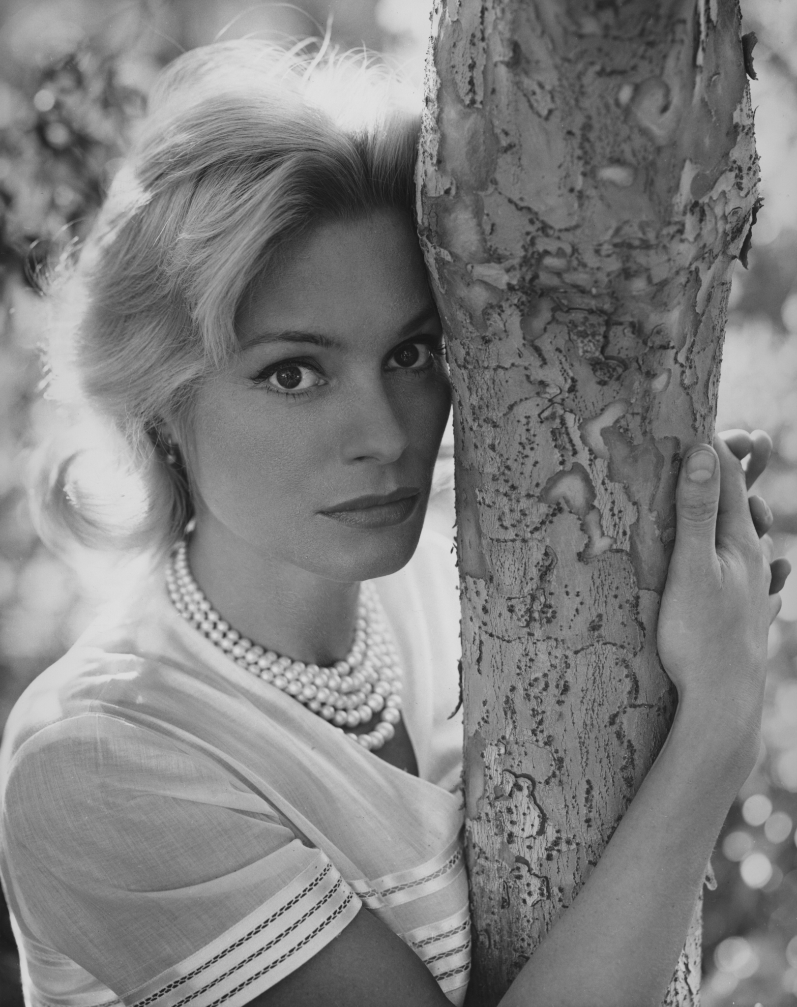Ingrid Thulin cries and whispers