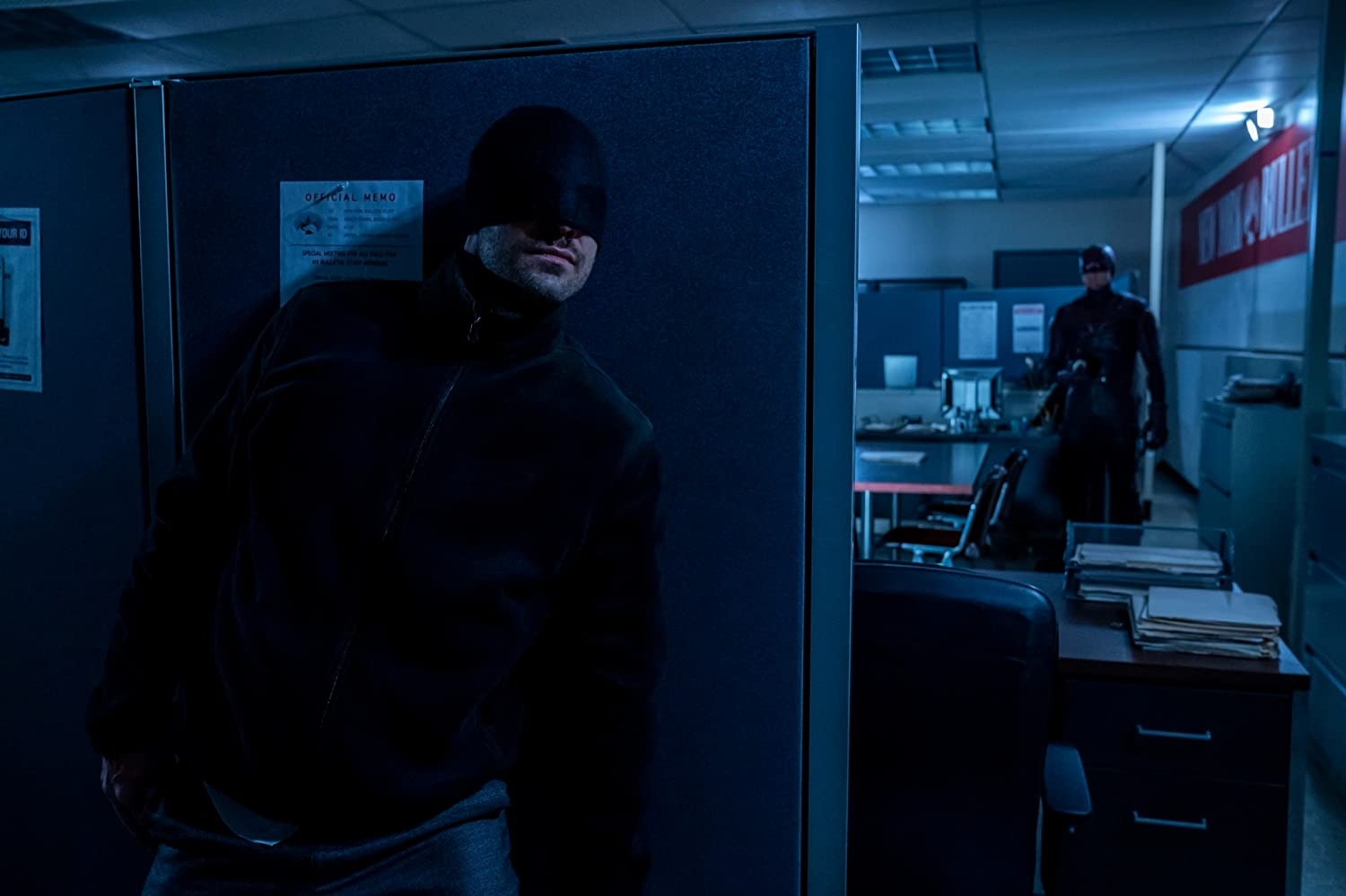 Charlie Cox and Wilson Bethel in Daredevil (2015)