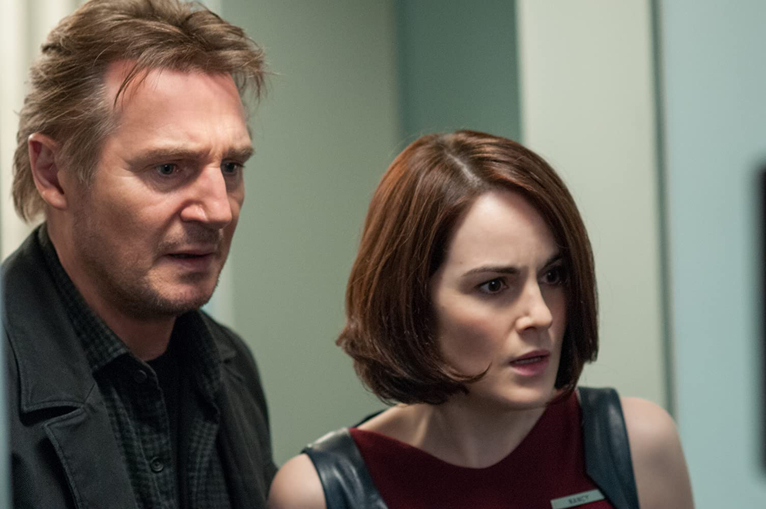 Liam Neeson and Michelle Dockery in Non-Stop (2014)