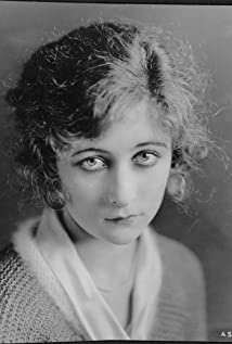 Mildred Harris Picture