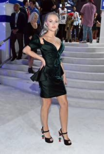 Zara Larsson Picture