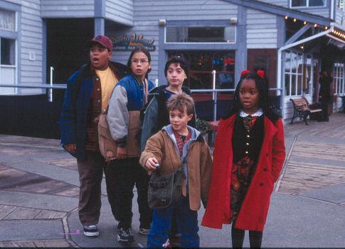 Simon Baker, Jason Fuchs, Chaz Monet, Ronald Joshua Scott, and Matt Weinberg in Spooky House (2002)