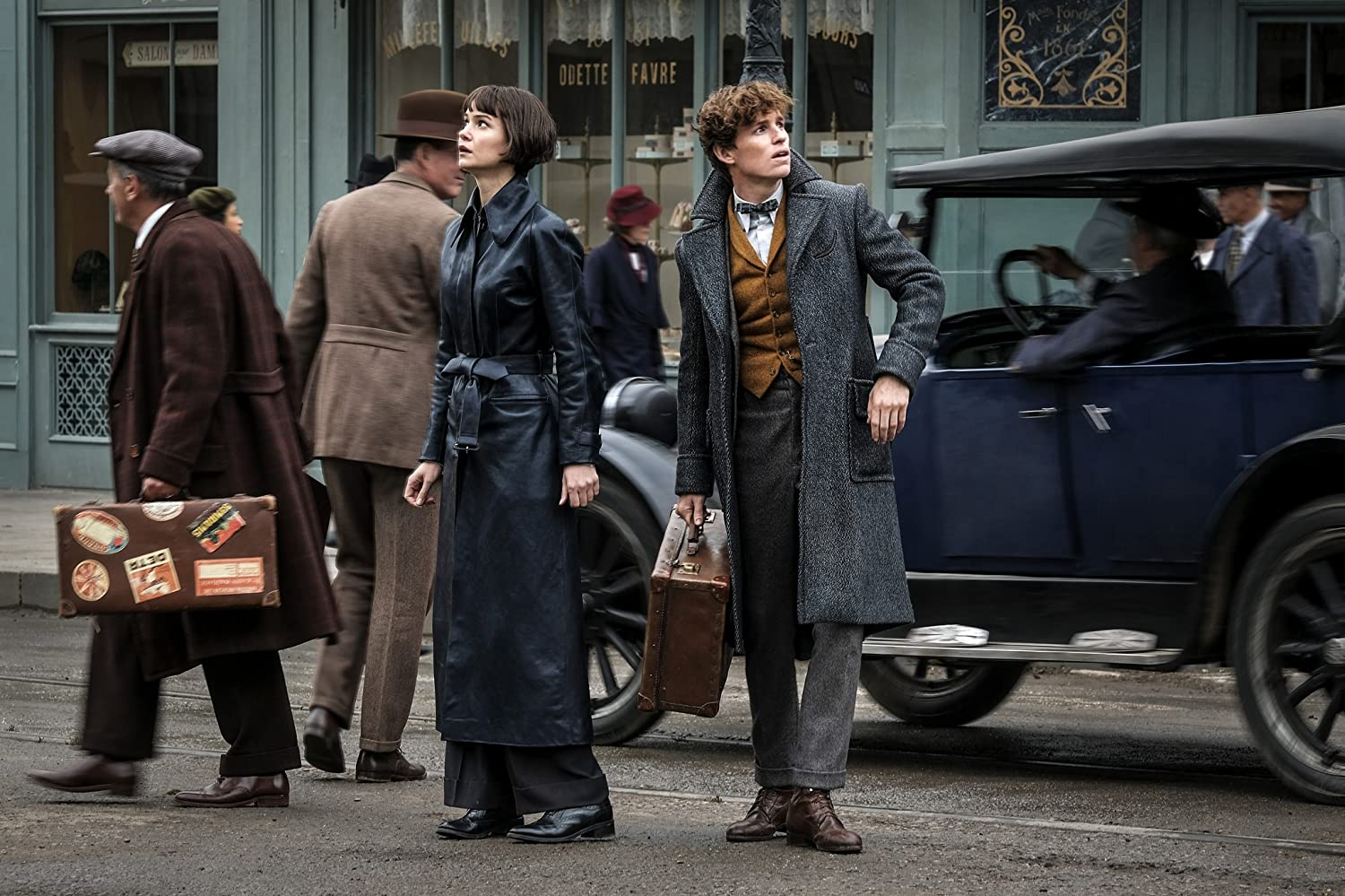 Eddie Redmayne and Katherine Waterston in Fantastic Beasts: The Crimes of Grindelwald (2018)