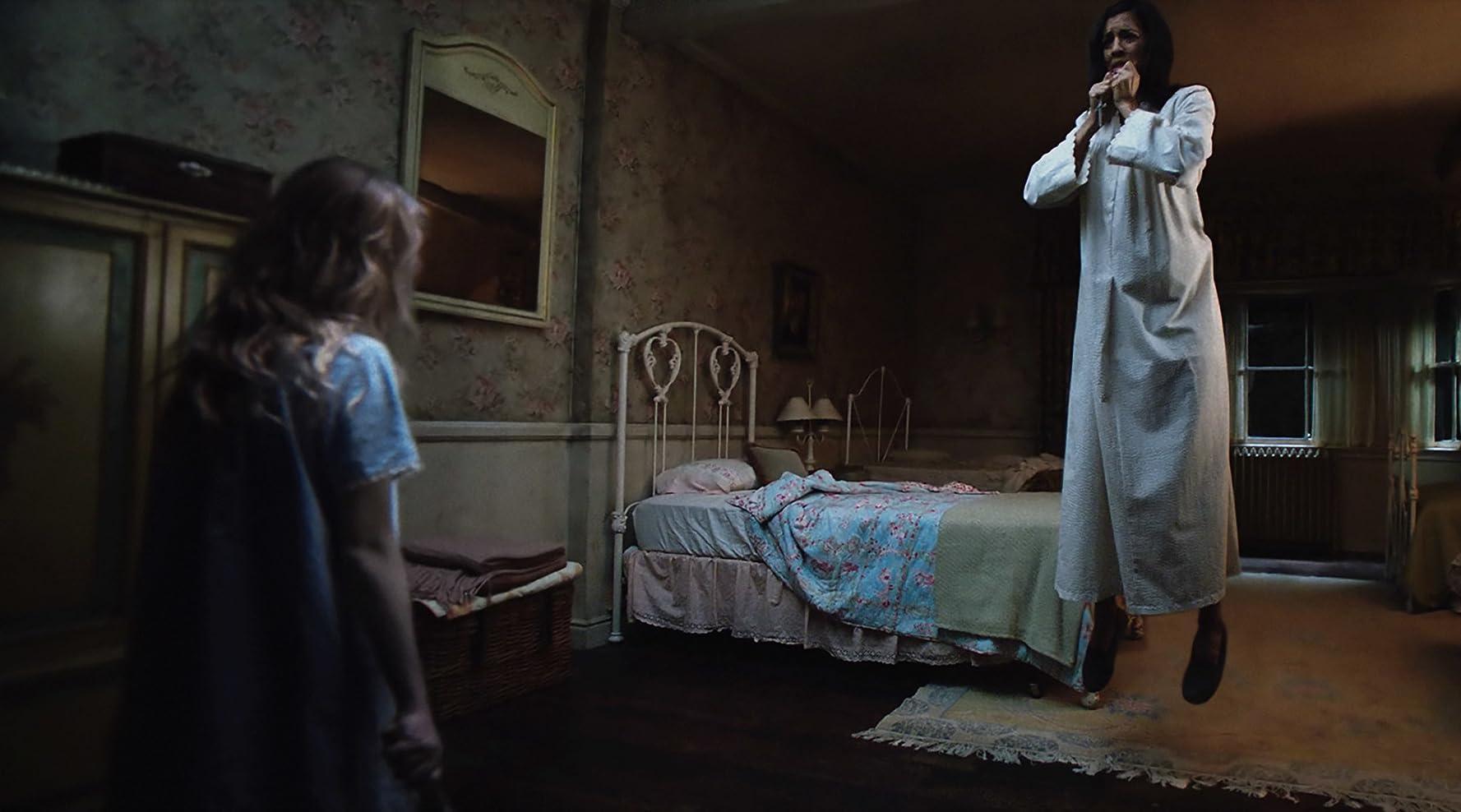 Stephanie Sigman and Talitha Eliana Bateman in Annabelle: Creation (2017)