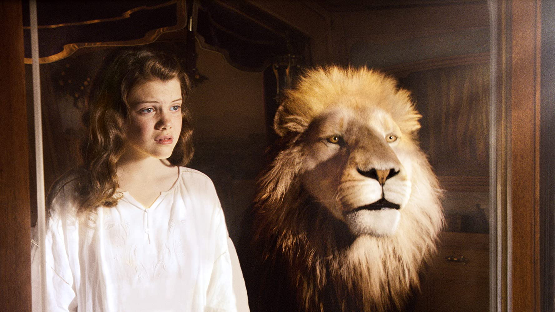 Las cronicas de Narnia 3 La travesía del viajero del alba (2010)