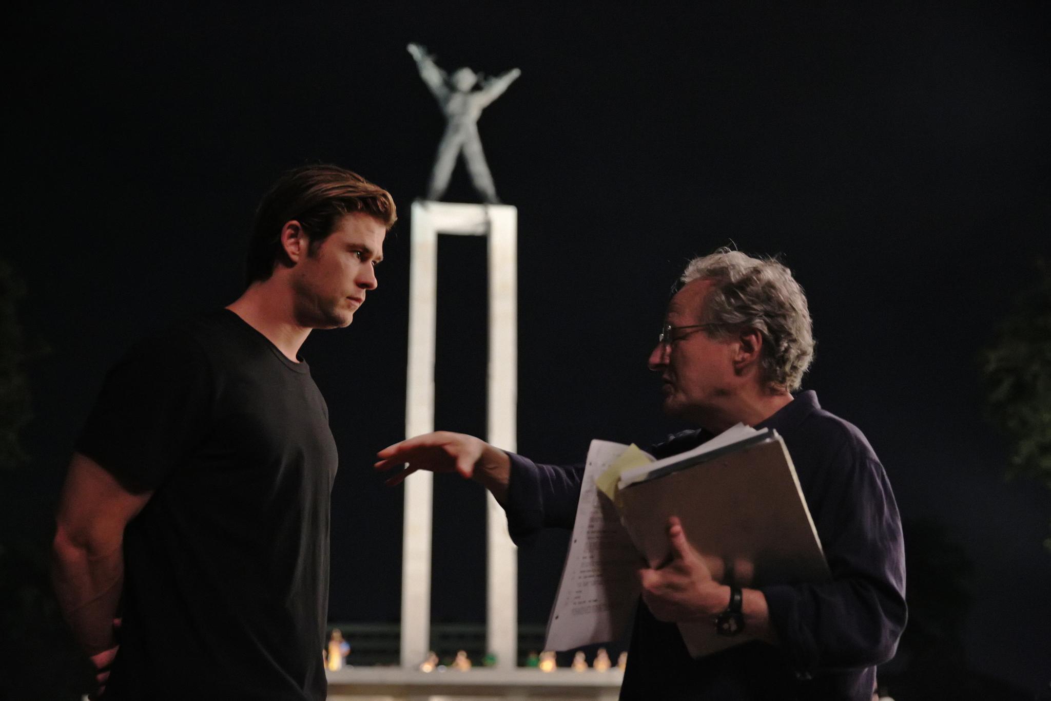 Michael Mann and Chris Hemsworth in Blackhat (2015)