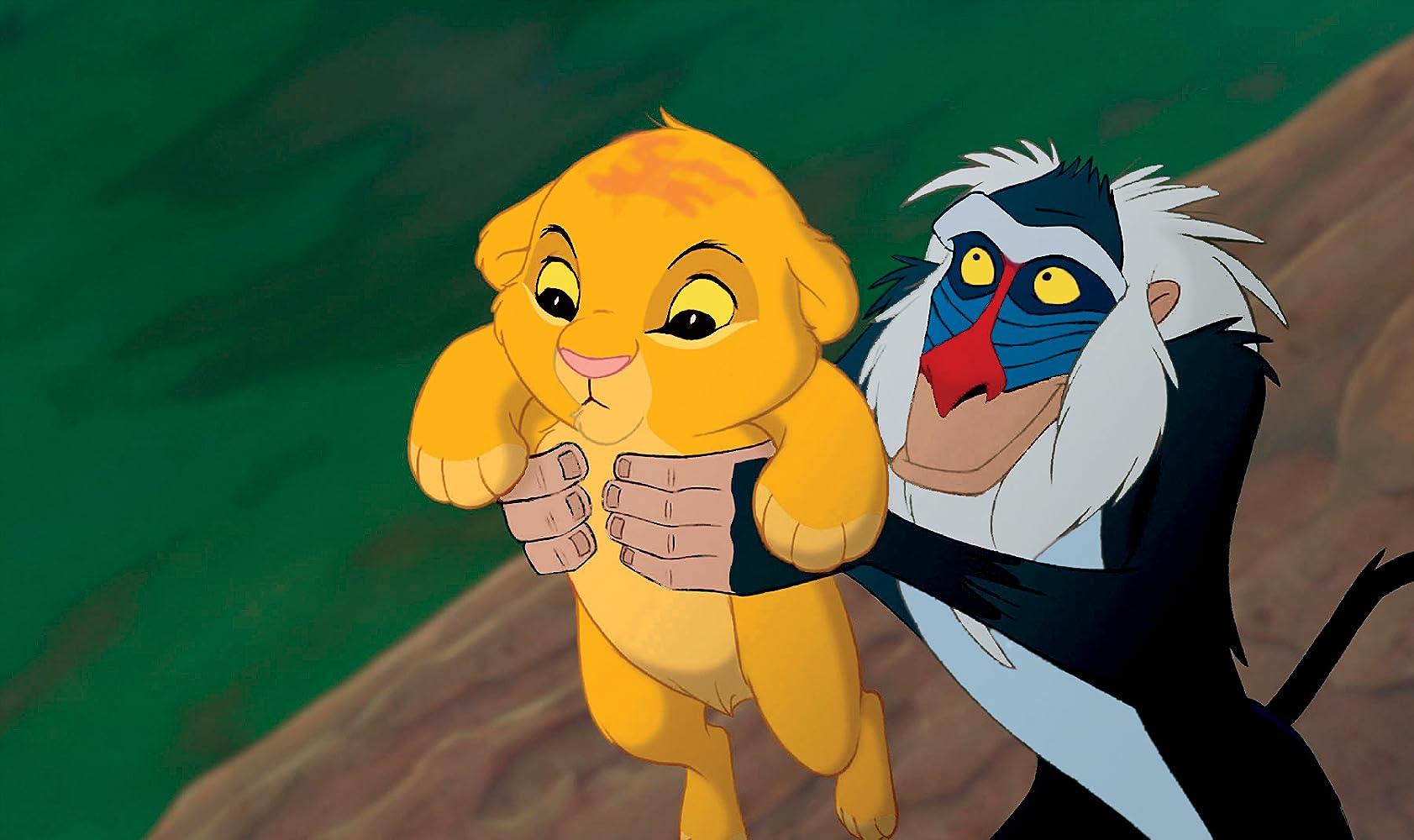 Para penghuni hutan menyambut kelahiran Simba yang kelak akan menjadi pemimpin hutan menggantikan raja Musafa.