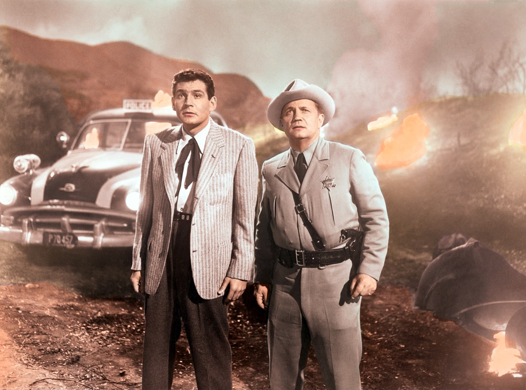 Gene Barry and Walter Sande in The War of the Worlds (1953)