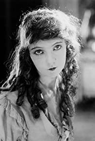 Primary photo for Lillian Gish