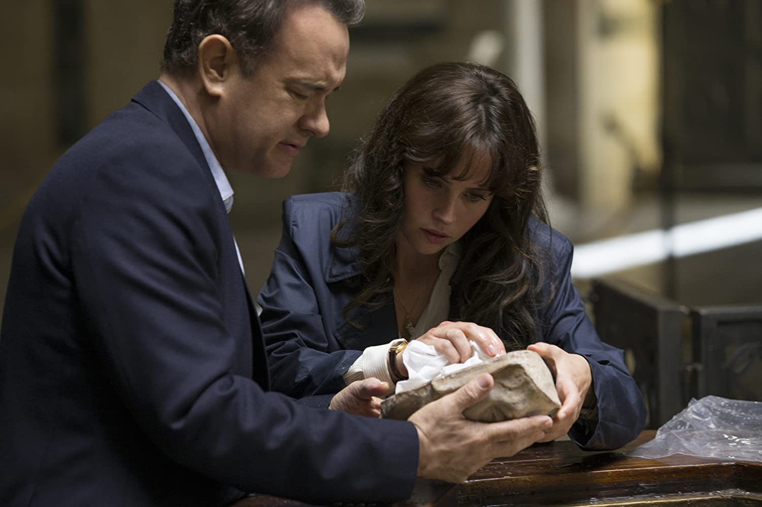Tom Hanks and Felicity Jones in Inferno (2016)