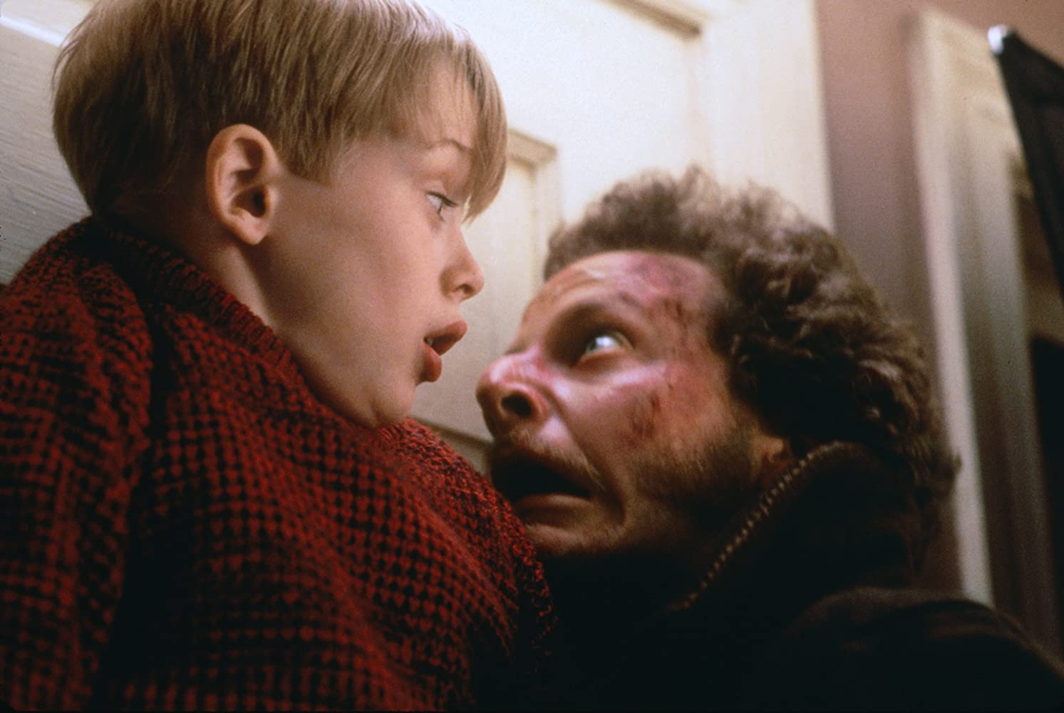Macaulay Culkin and Daniel Stern in Home Alone (1990)