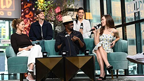 "BUILD: The Family Bond Within the Cast of ""Fear the Walking Dead"""
