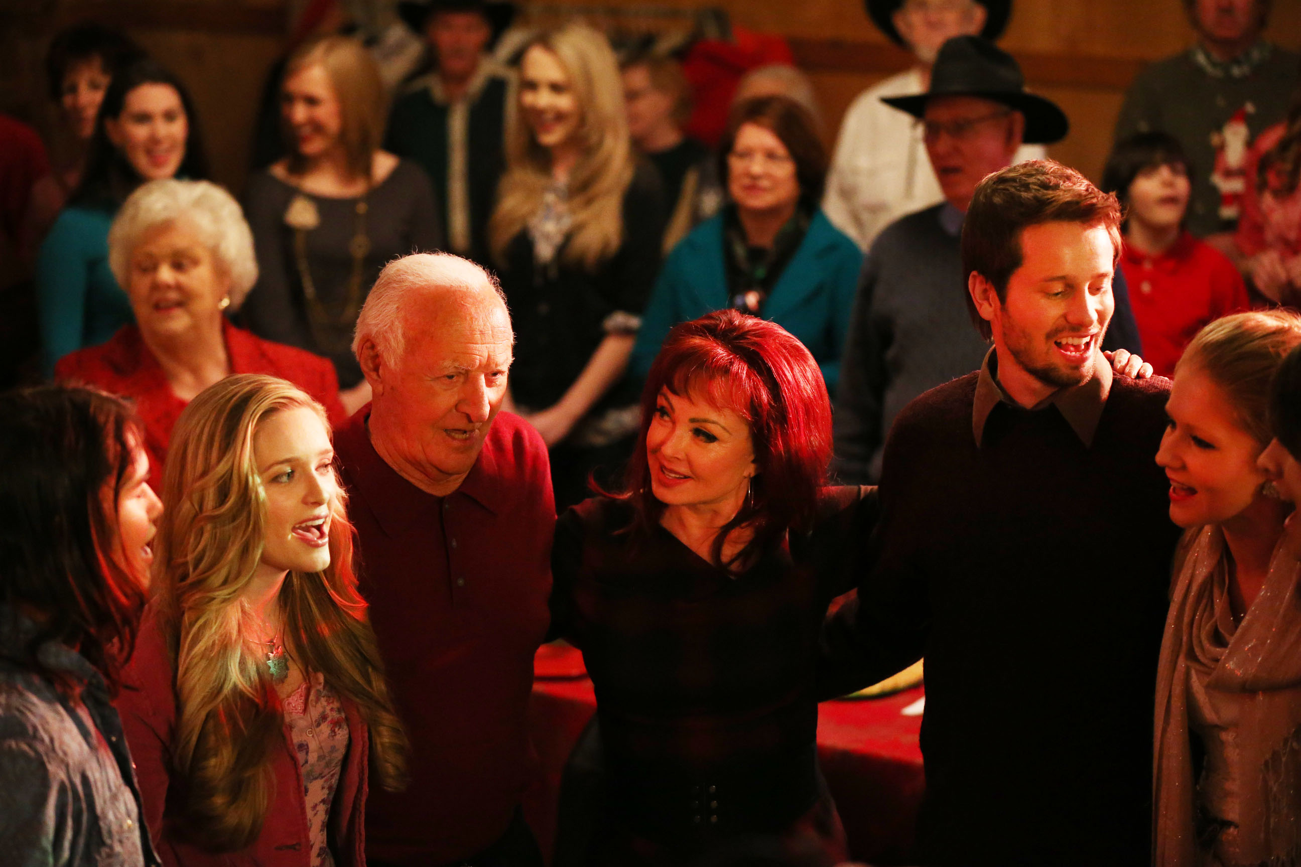 Naomi Judd, Robert Loggia, Booboo Stewart, Charleene Closshey, Greer Grammer, and Tyler Ritter in An Evergreen Christmas (2014)
