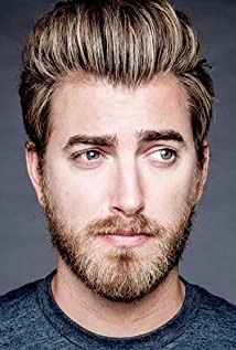 The 42-year old son of father (?) and mother(?) Rhett McLaughlin in 2020 photo. Rhett McLaughlin earned a million dollar salary - leaving the net worth at million in 2020