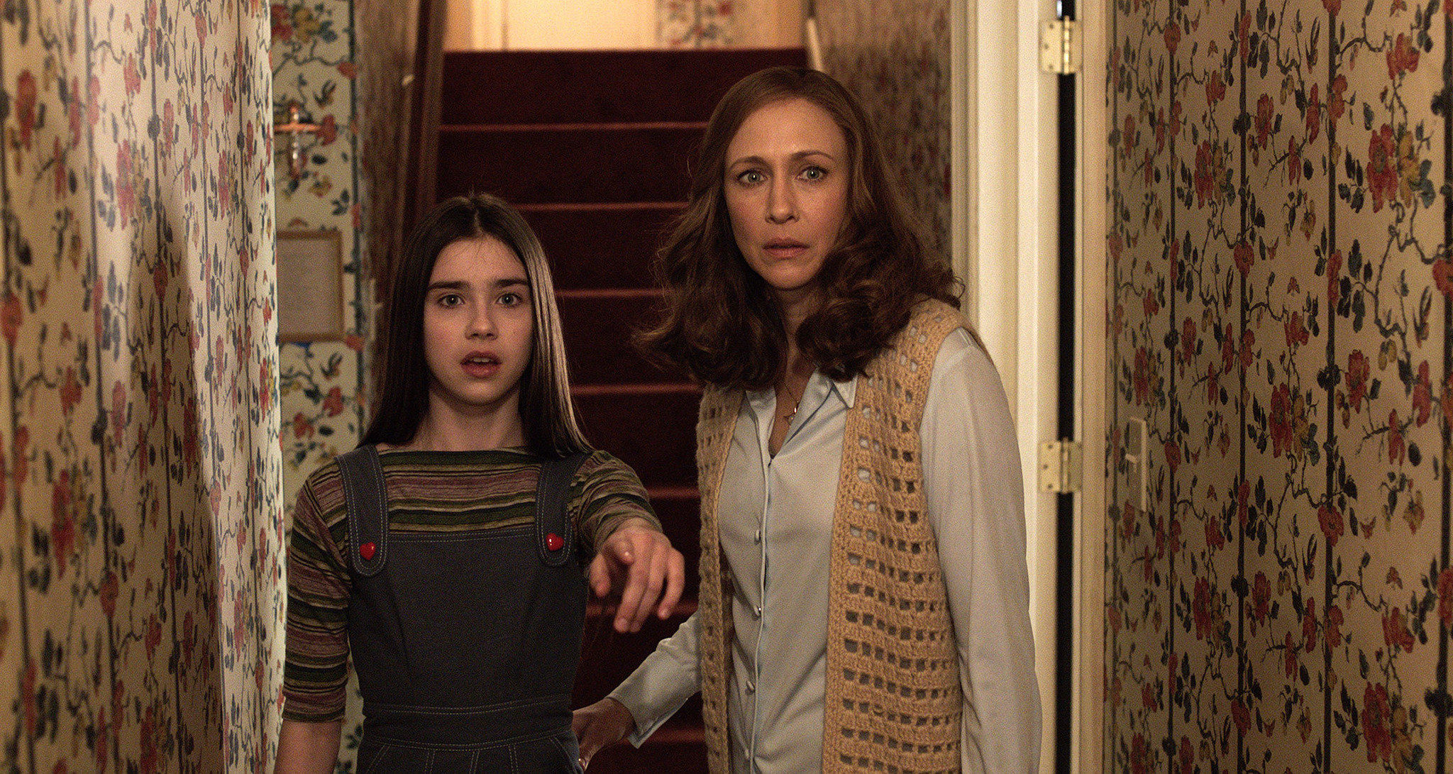 Vera Farmiga and Sterling Jerins in The Conjuring 2 (2016)