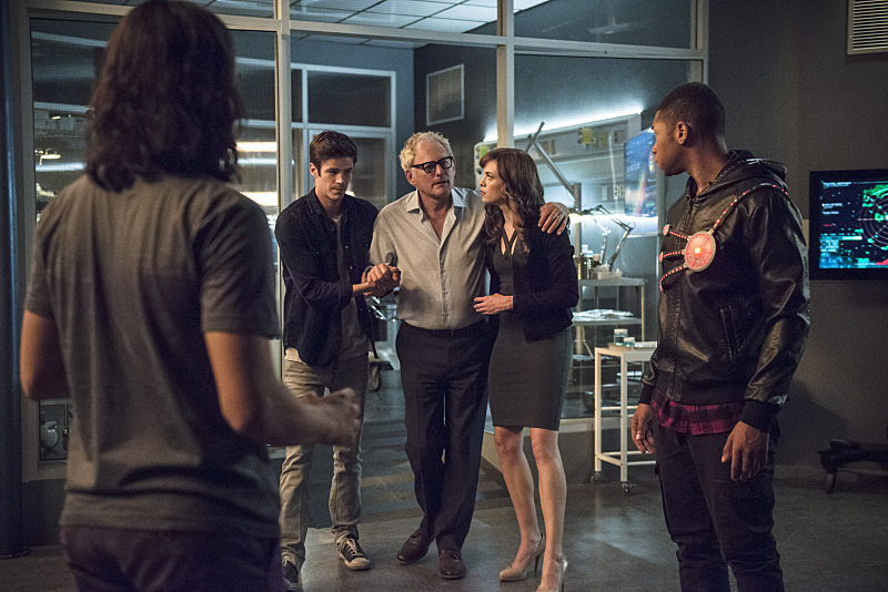 Victor Garber, Danielle Panabaker, Franz Drameh, Grant Gustin, and Carlos Valdes in The Flash (2014)