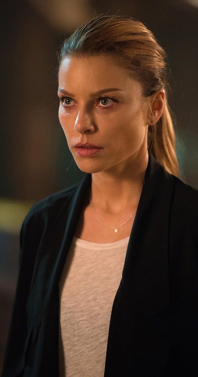 "Lucifer"" Manly Whatnots (TV Episode 2016) - Lauren German as Chloe ..."