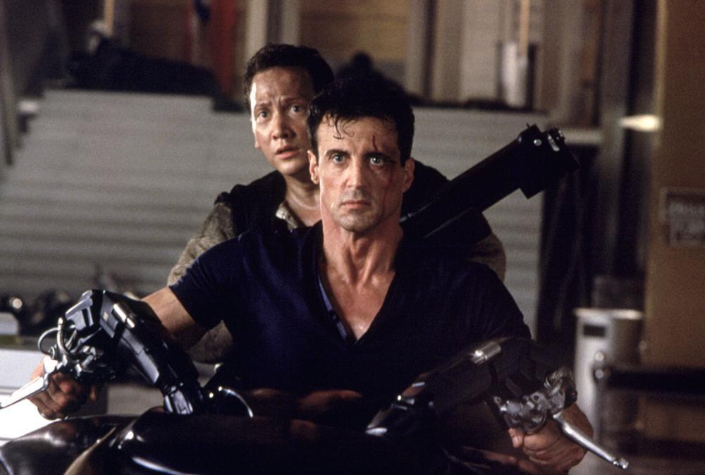 Sylvester Stallone and Rob Schneider in Judge Dredd (1995)
