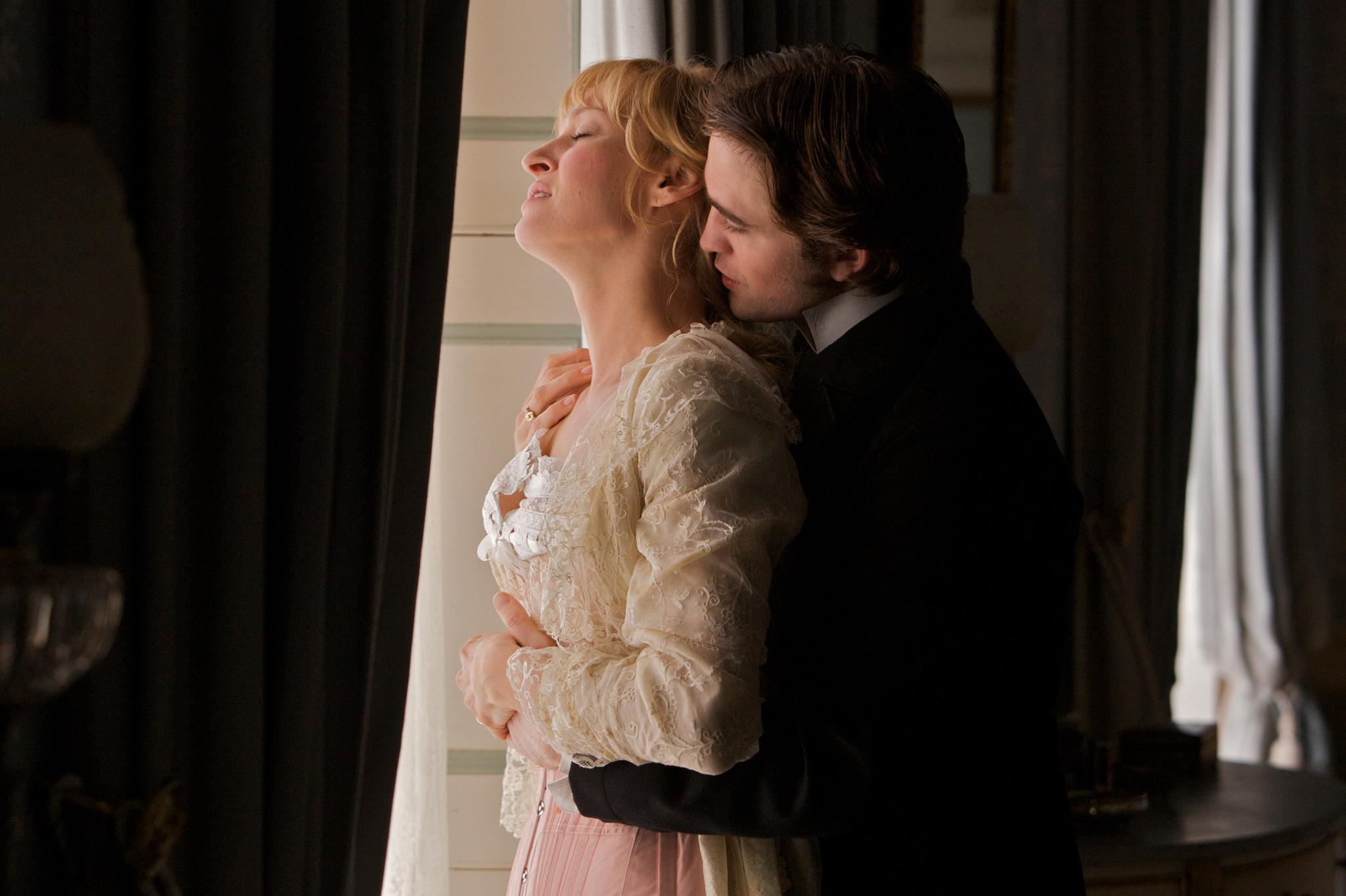 Uma Thurman and Robert Pattinson in Bel Ami (2012)