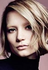 Primary photo for Mia Wasikowska