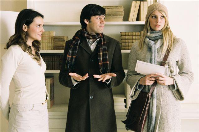 Virginie Ledoyen, Emmanuel Mouret, and Frédérique Bel in Un baiser s'il vous plaît (2007)