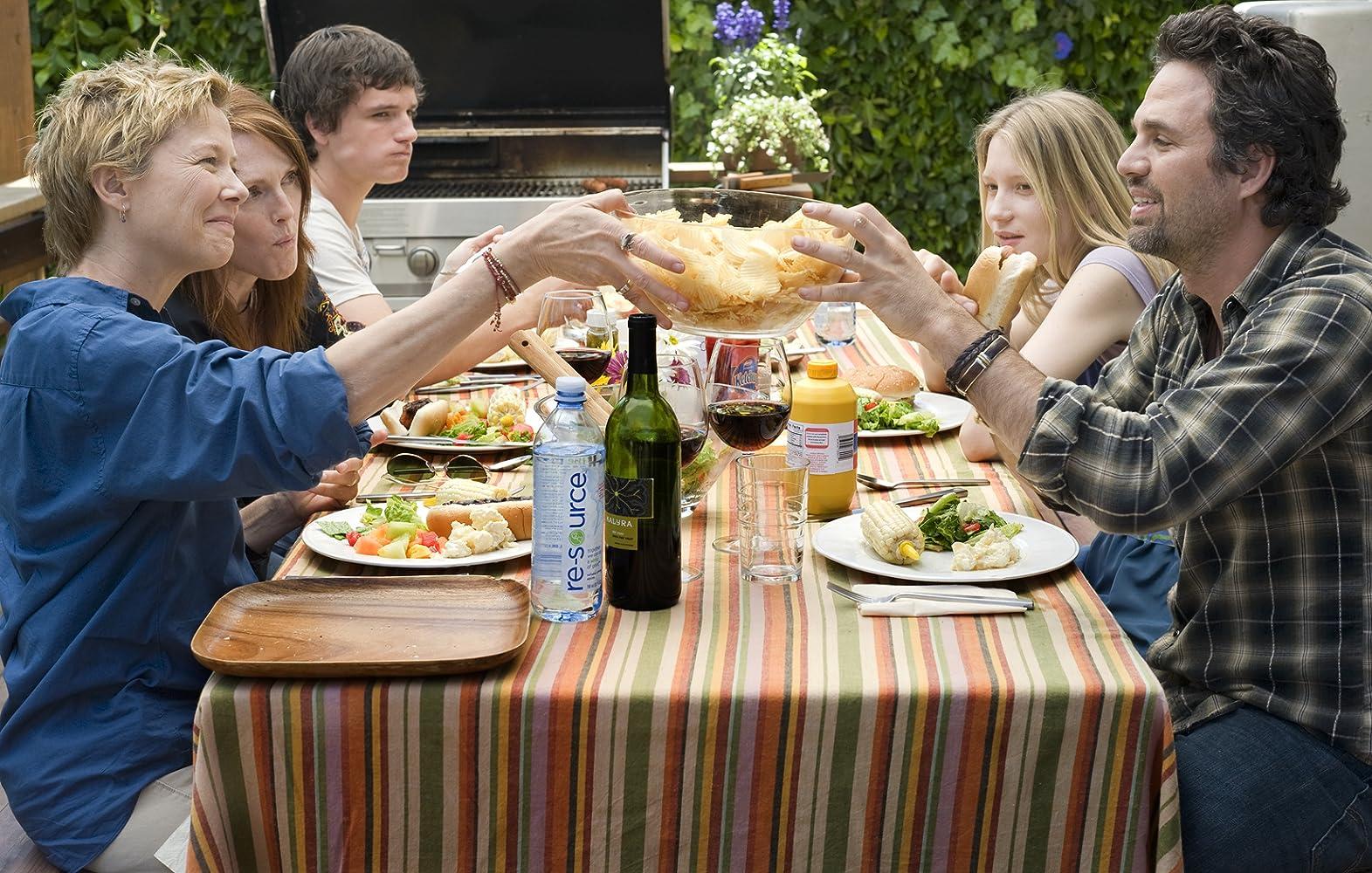 Julianne Moore, Annette Bening, Mark Ruffalo, Josh Hutcherson, and Mia Wasikowska in The Kids Are All Right (2010)
