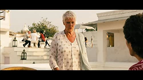 British retirees travel to India to take up residence in what they believe is a newly restored hotel. Less luxurious than its advertisements, the Marigold Hotel nevertheless slowly begins to charm in unexpected ways.