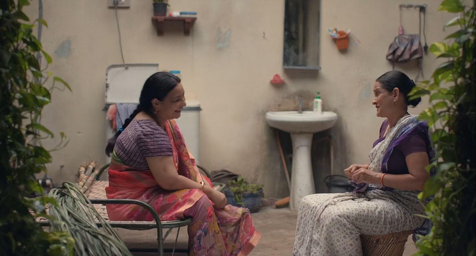 Sunita Rajwar and Geetanjali Kulkarni in Gullak (2019)