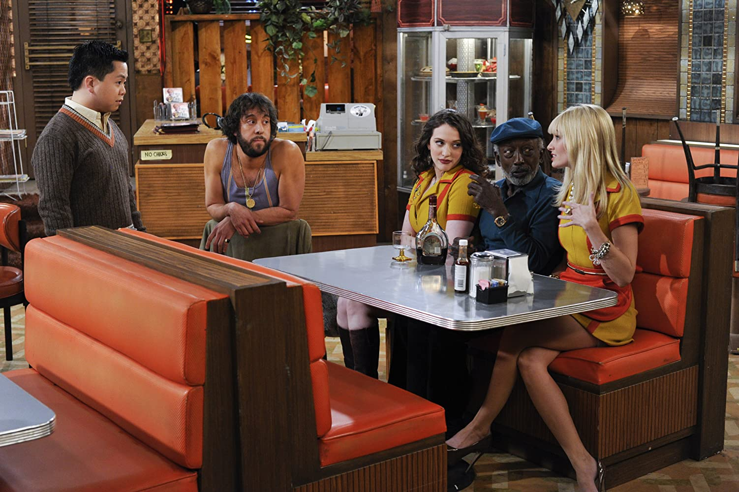 Garrett Morris, Kat Dennings, Jonathan Kite, Matthew Moy, and Beth Behrs in 2 Broke Girls (2011)