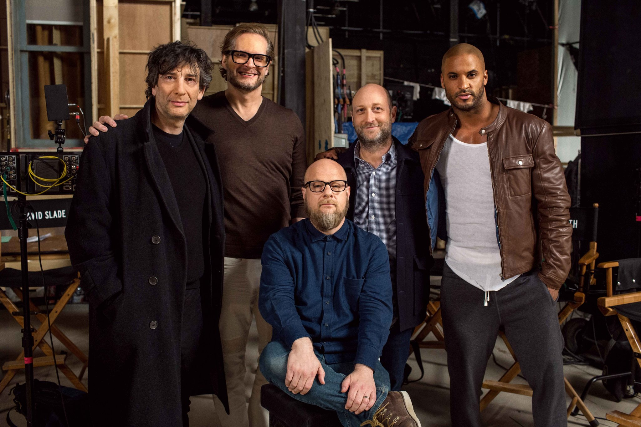 Bryan Fuller, Neil Gaiman, Michael Green, Ricky Whittle, and David Slade in American Gods (2017)