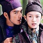 Takeshi Kaneshiro and Ziyi Zhang in Shi mian mai fu (2004)