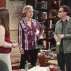 Mayim Bialik, Kaley Cuoco, and Johnny Galecki in The Big Bang Theory (2007)