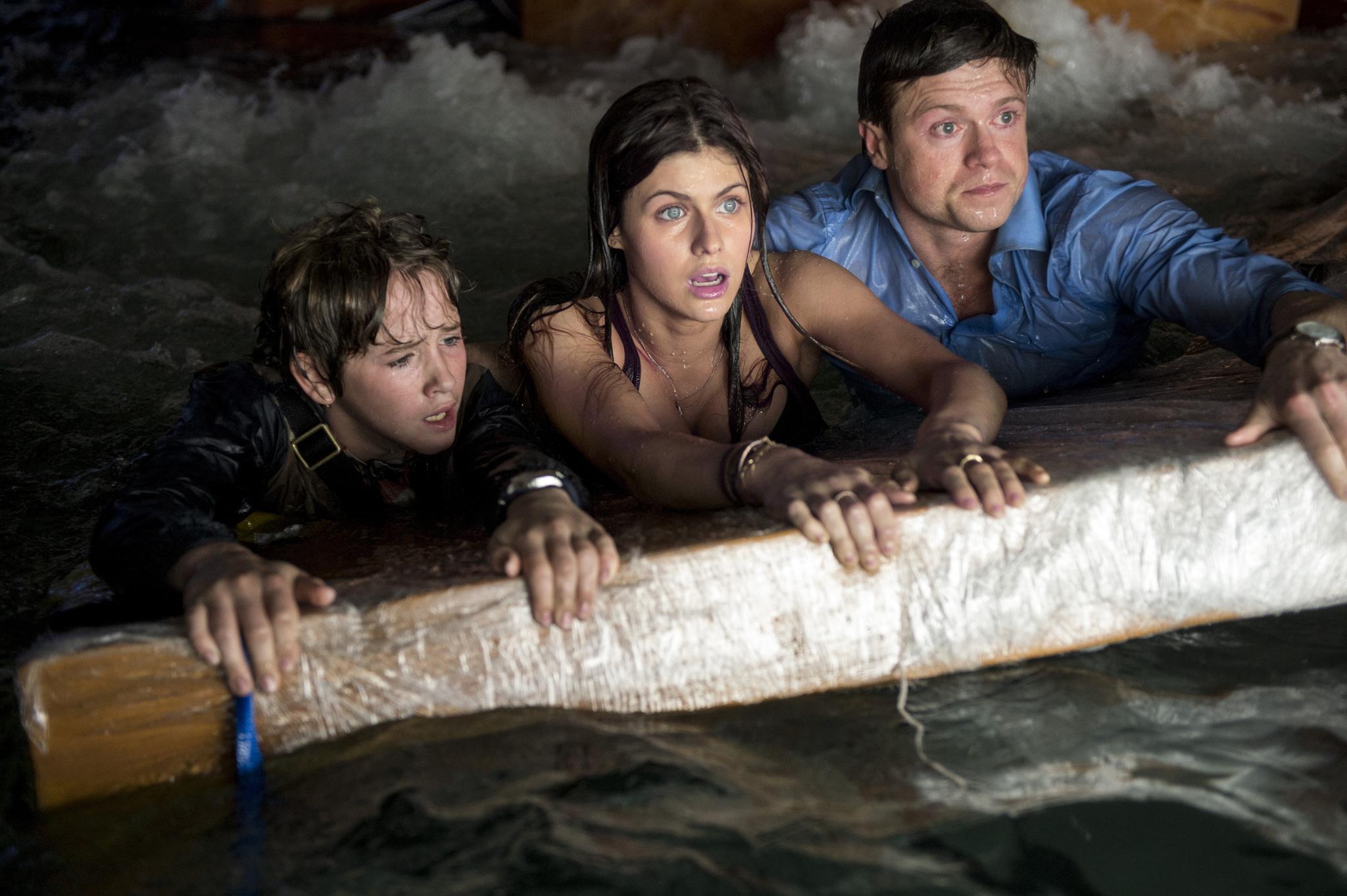Alexandra Daddario, Art Parkinson, and Hugo Johnstone-Burt in San Andreas (2015)