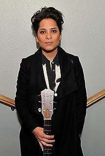 Vicci Martinez Picture