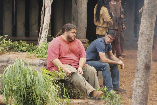 Matthew Fox and Jorge Garcia in Lost (2004)