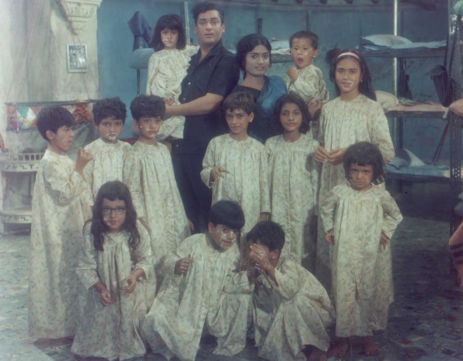 Shammi Kapoor, Farida Dadi, Mehmood Jr., Rajshree, Master Shahid, Baby Faozia, Baby Meena, Baby Sakina, Master Waseem, Master Yonin, Master Anil, Master Sarju, Master Vijay, Sachin Pilgaonkar, and Baby Guddi in Brahmachari (1968)