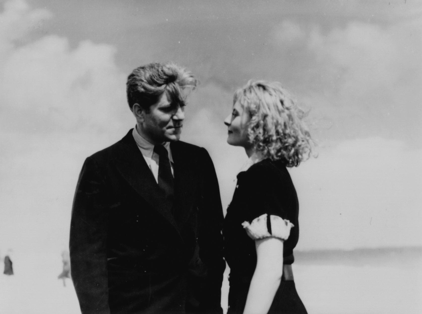 Michèle Morgan and Jean Gabin in Remorques (1941)