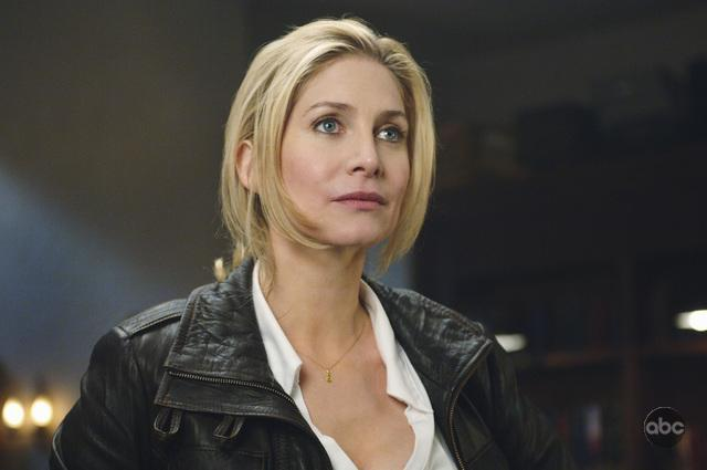 Elizabeth Mitchell in V (2009)