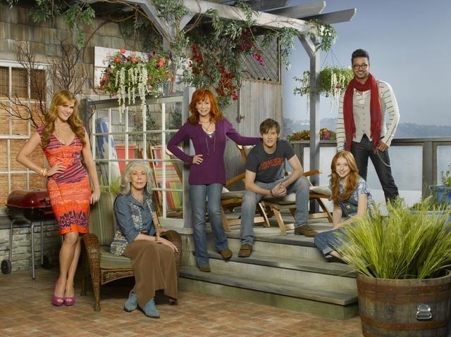 Reba McEntire, Lily Tomlin, Sara Rue, Jai Rodriguez, Justin Prentice, and Juliette Angelo in Malibu Country (2012)