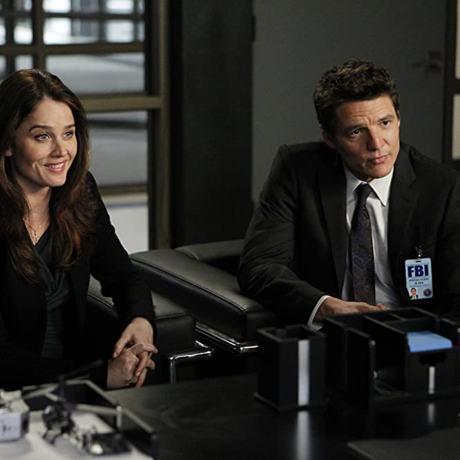 Robin Tunney and Pedro Pascal in The Mentalist (2008)