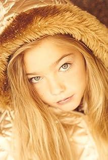 Kelsey Batelaan Picture