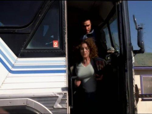 Lisa Akey and Robert Floyd in Sliders (1995)