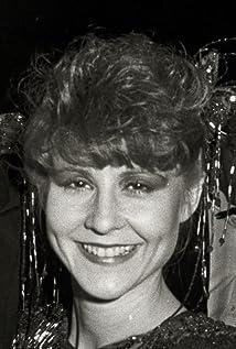 Mia Dillon