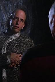 Vincent Schiavelli and Patrick Stewart in Star Trek: The Next Generation (1987)