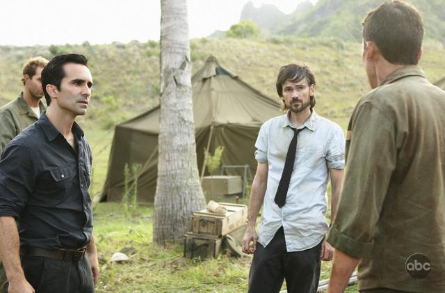 Jeremy Davies and Nestor Carbonell in Lost (2004)