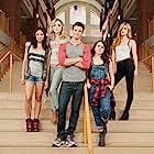 Mae Whitman, Skyler Samuels, Robbie Amell, Bella Thorne, and Bianca A. Santos in The Duff (2015)
