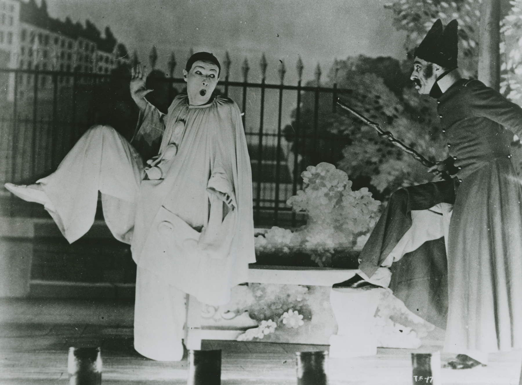Jean-Louis Barrault and Etienne Decroux in Les enfants du paradis (1945)