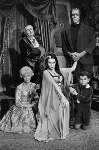 Yvonne De Carlo, Fred Gwynne, Al Lewis, Beverley Owen, and Butch Patrick in The Munsters (1964)
